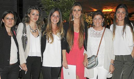 BRISAS PALMA. GRADUACIÓN EHIB. FOTO LYDIA E. LARREY Maite Jaume, Maria José Vallespir, Blanca Sánchez, Maria Vilar, Cristina Fernández y Lola Contreras