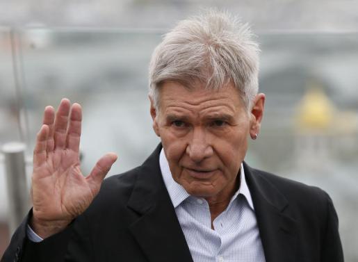 """El actor estadounidense Harrison Ford posa para los fotógrafos con motivo de la presentación de la película """"El juego de Ender"""", el pasado mes de octubre en Moscú."""
