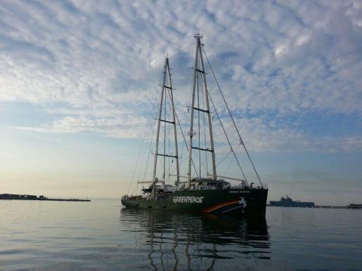El Rainbow Warrior, buque de Greenpeace.