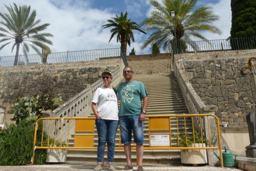 La presidenta de la Associació Memòria de Mallorca, Maria Antònia Oliver y Tomeu Garí, historiador y vocal de la asociación.