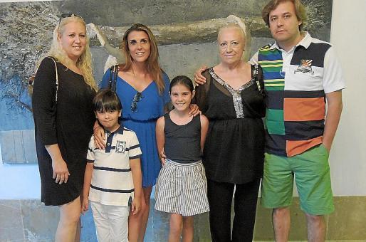Ana Bárbara Cardella, Maria Ferrer, Maria José Corominas, Carlos Cardella y los pequeños Jaume y Maria.