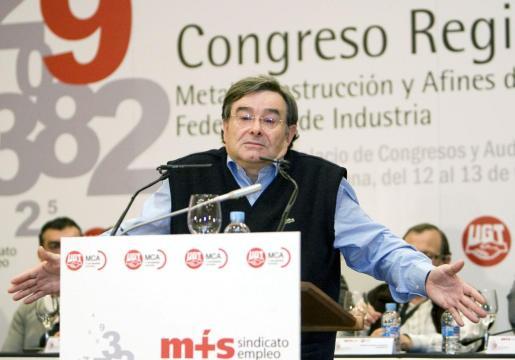 """El secretario general de Metal, Construcción y Afines de UGT, Manuel Fernández """"Lito"""", durante un acto en Pamplona en 2010."""
