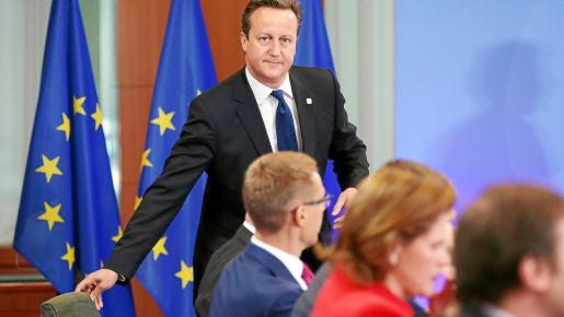 """Britain's Prime Minister David Cameron arrives to attend a signing ceremony of cooperation agreement at the EU Council in Brussels June 27, 2014. Ukraine signed a free-trade and political cooperation agreement with the European Union on Friday that has been at the heart of the country's political crisis, drawing an immediate threat of """"grave consequences"""" from Russia. REUTERS/Olivier Hoslet/Pool (BELGIUM - Tags: POLITICS BUSINESS)"""