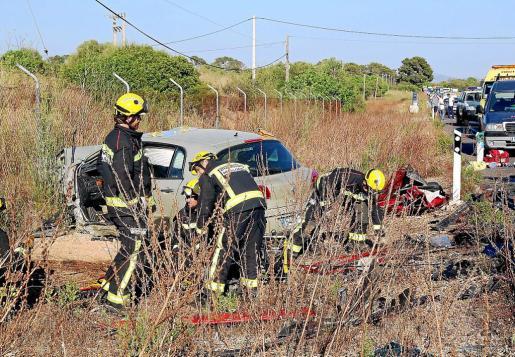 Una mujer fallece en una colisión entre cuatro coches en la carretera de Campos.
