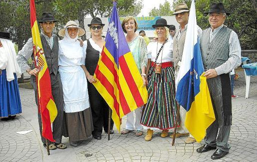 Carlos Alemán, Celia Fajardo, Sole González, la regidora de Costa d'en Blanes Esperanza Catalá; Cornelia Díaz, Dani Riera y José Miguel Martín.