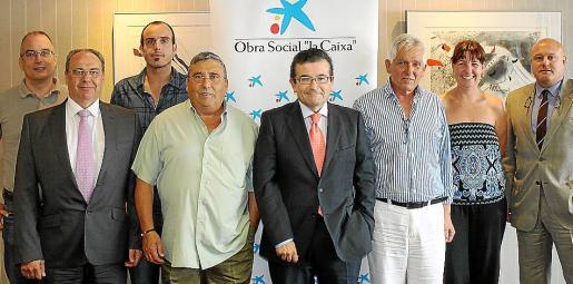 Los representantes de las asociaciones Aspanob y ABDEM y los de La Caixa.