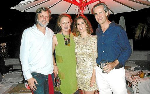 Juan Cotorruelo, María Satrústegui, Beltrán Álvarez de Estrada- presidente de Puro Group- y su esposa, Luz, tomaron refrescantes mojitos para celebrar el cumpleaños del empresario.