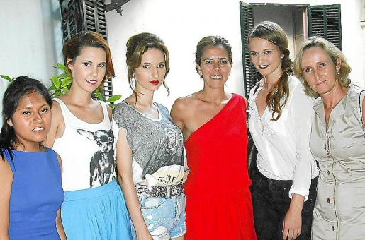 Nicole Medrano, Iris Félix, Polina Nikolaeva, Carmen Pérez de Burgos, Mar Lemm y Mylene Baviera.