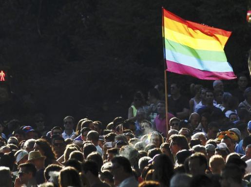 Asistentes a la manifestación manifestación del Día del Orgullo Gay que discurre entre la estación de Atocha y la plaza de Colón de Madrid.
