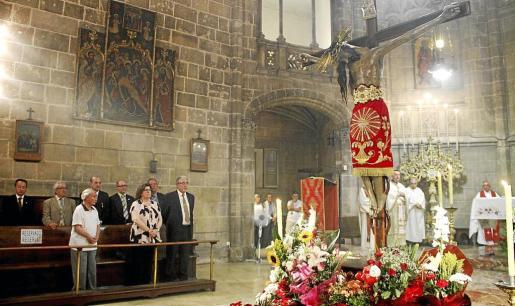 Momento del oficio de celebración de la Sangre de Cristo en la iglesia de la Anunciació, de Palma.