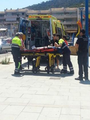 Momento en el que los servicios de emergencia atienden a la herida.