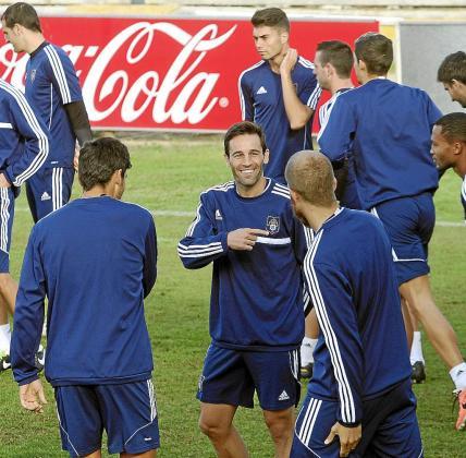 Manuel Arana, en el centro de la imagen, en un entrenamiento con el Recreativo.