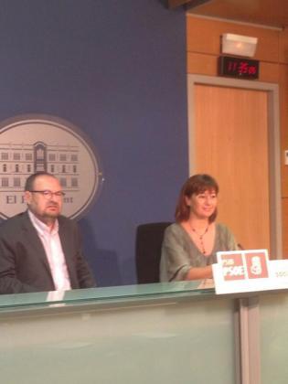 Francina Armengol y Damià Borràs, durante la rueda de prensa.