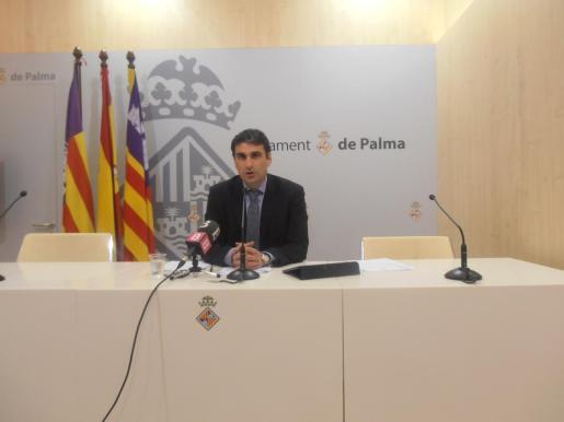 El portavoz de Cort, Julio Martínez, durante una rueda de prensa.