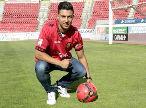 El RCD Mallorca ha persentado al defensa central Joan Truyols como nuevo refuerzo de la plantilla.
