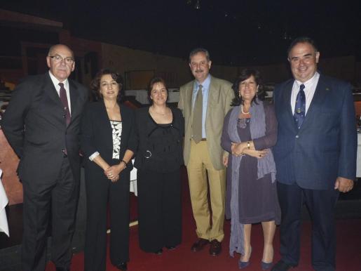 El delegado de Defensa, Cristòfol Sbert; Soledad Haro, María Martínez; el coronel jefe del Sector Aéreo, Carlos de Palma; Lali Carrillo y José Luis Derqui.