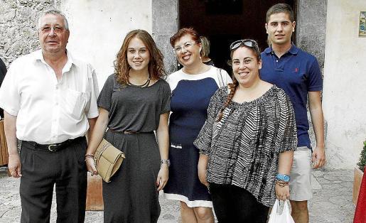 Andrés Oliver, Antonia Porquer, Antonia Díez del Valle, Catalina Porquer y Alejandro Garau. Fotos: Teresa Ayuga