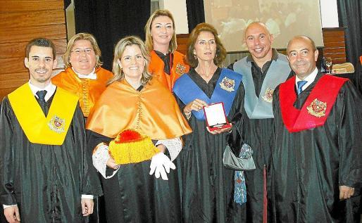 Joan Coll, Natalia Enseñat, la directora de ESERP, Carmen Barquero; y los galardonados María José Hidalgo, Carmen Planas, Xavi Torres y Antonio Gómez.