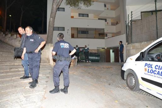Policía Local y Guardia Civil investigan en el lugar de los hechos.