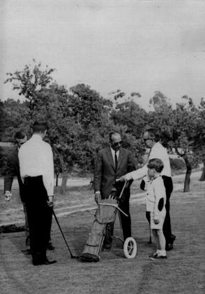 Medio siglo ha transcurrido ya desde que el Príncipe Rainiero de Mónaco, en la foto junto a su hijo el Príncipe Alberto, inaugurara Golf Son Vida en 1964.