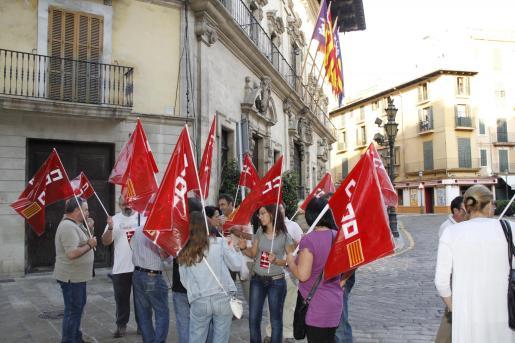 Concentración sindical en Cort, a primera hora de la mañana de hoy.
