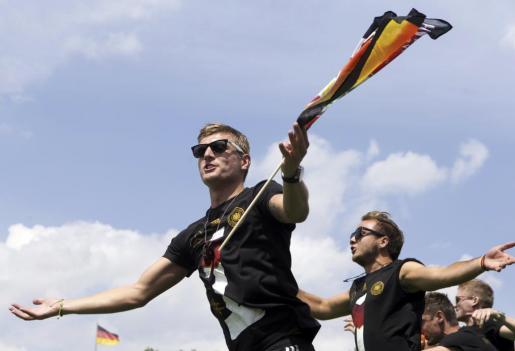 Toni Kroos, nuevo jugador del Real Madrid, celebrando en Berlín la victoria de su selección en el Mundial Brasil 2014
