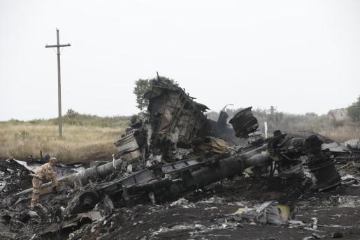 Restos del avión de Malaysia Airlines derribado el jueves por un misil.