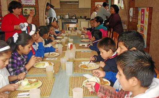 El hogar de acogida para niños de la calle en Ancón, Lima, es el proyecto estrella. Allí viven de manera permanente o durante el día, según cada situación familiar, medio centenar de niños de corta edad.