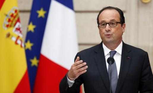 El presidente francés, François Hollande, da un discurso durante un almuerzo ofrecido a los Reyes de España en el Palacio del Elíseo en París.