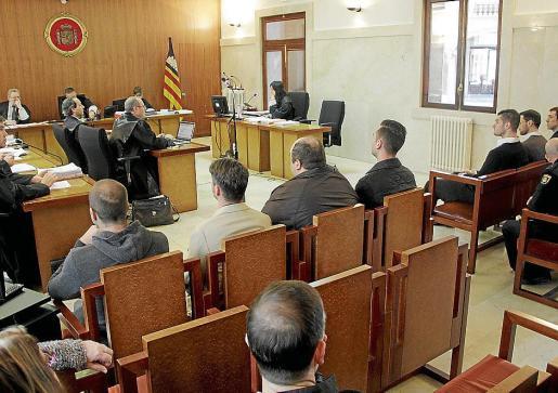 Los acusados de la 'operación Trafalgar', en el juicio al que no asistió White.