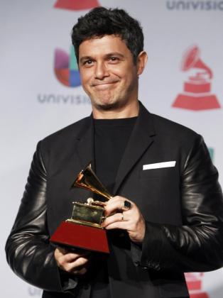 Alma es el cuarto hijo del cantante español y la segunda con su actual mujer.