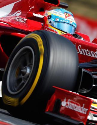Fernando Alonso, al volante de su Ferrari.