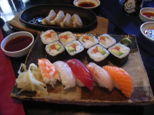 Una muestra suculenta de sushi.