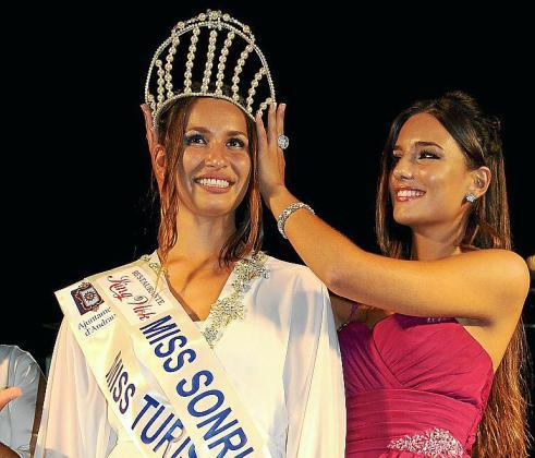La joven Alexia Petrou se alzó con la corona de Miss Turismo Illes Balears 2014.