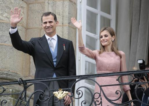 Los Reyes Felipe y Letizia, en Santiago el pasado viernes.