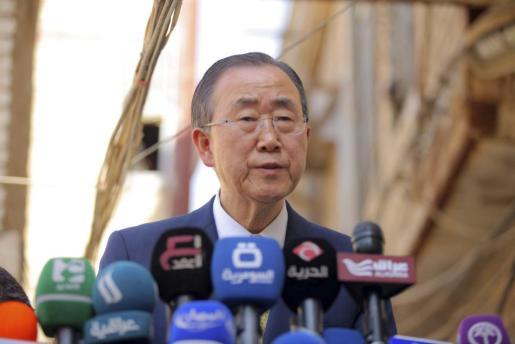 El secretario general de la ONU, Ban Ki-moon, ofrece una rueda de prensa tras la reunión mantenida con la máxima autoridad chií de Irak, el ayatolá Ali al Sistani, en la ciudad santa de Nayaf, al sur de Bagdad, Irak.