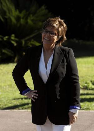 La periodista Maria Escario, premio Ondas mejor presentadora de televisión, posa a su llegada al Palacete Albéniz, donde se celebró la recepción a los premiados.