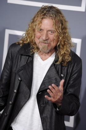 El artista británico Robert Plant posa a su llegada a la edición 51 de los premios Grammy que se celebra en el Staples Center de Los Ángeles, California (EEUU).