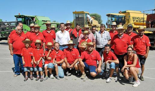 El conseller y los agricultores se encontraron en Es Cruce, para después salir hacia la finca Boscana.