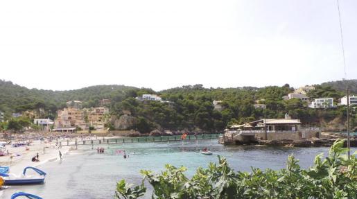 En la playa de Camp de Mar la actividad deportiva está asegurada.
