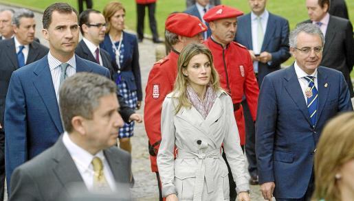 Los Príncipes asistieron ayer al acto de homenaje a los reyes de Navarra en el monasterio de San Salvador de Leyre.