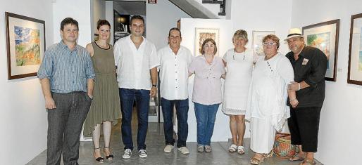 Miquel Cerdà, Marga Cerdà, el alcalde de Pollença, Bartomeu Cifre; Lluri Sassu, Dolors Pérez, Francisca y Maria Antònia y Jaime de Sa Font de Ca na Robina.