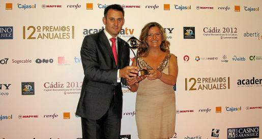 Antoni Martorell y Nekane Domblás, tras recibir el galardón ayer por la noche en Madrid.
