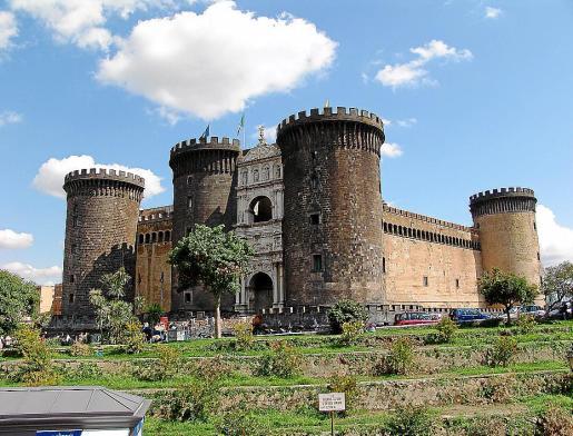Sagrera fue el arquitecto que reformó el Castel Nuovo, de Nápoles, en 1447.