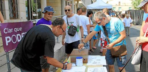 La gente de Podemos vota propuestas, Sta. Maria