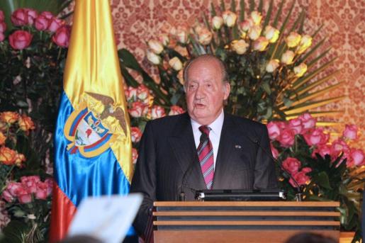 Fotografía facilitada por Casa de Su Majestad el Rey, del rey Juan Carlos, durante su discurso en la cena que el presidente de la República de Colombia ofreció anoche en el Palacio de San Carlos.