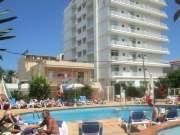Imagen de la piscina del hotel.