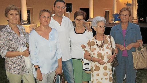 Catalina Jaume, Joana Maria Quetglas, Fabricio Capó, Antònia Mateu, Maria Pascual y Maciana Jaume.