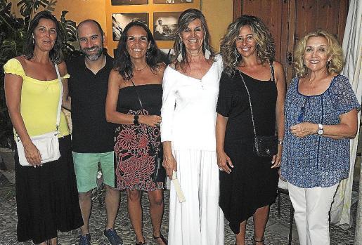 Clara Roig, Chiqui Calzado, Maripaz Burguera, Miquela Vidal, Magdalena Pomar y Cati de Alcalá.