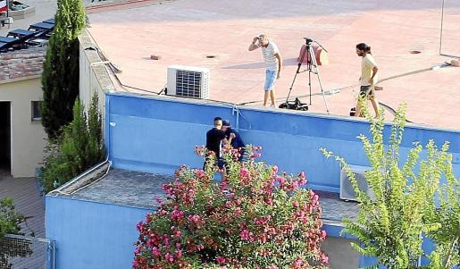El violento turista francés durante la agresión a nuestro compañero Michels. Fotos: VASIL VASILEV